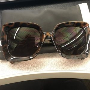 QUAY tortoise shell sunglass NEVER WORN